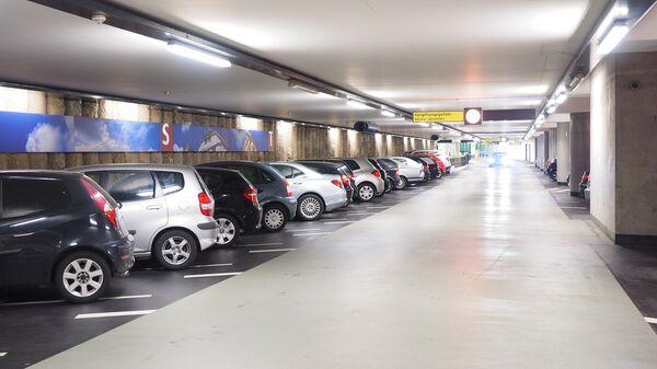 Automóviles aparcados (imagen ilustrativa) - Sputnik Mundo
