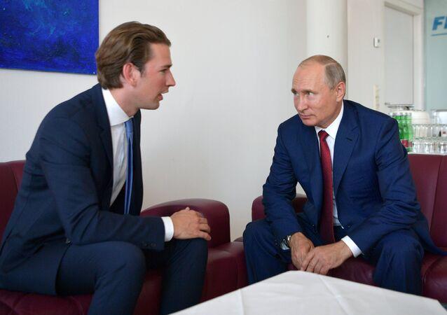 El canciller de Austria, Sebastian Kurz, y el presidente de Rusia, Vladímir Putin (archivo)