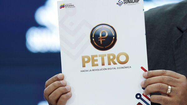 El símbolo del Petro en un documento - Sputnik Mundo