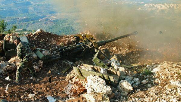 Un militar sirio en la provincia de Latakia - Sputnik Mundo