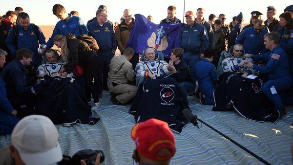 La tripulación acaba de regresar de la EEI en una nave rusa Soyuz - Sputnik Mundo