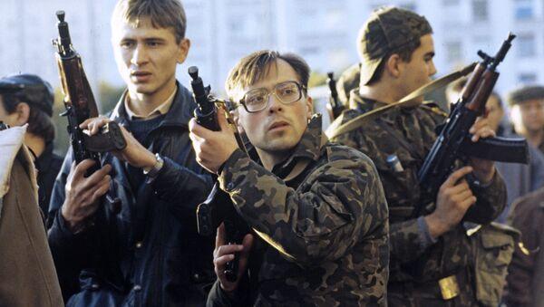 Hombres armados defienden la sede del Sóviet Supremo (archivo) - Sputnik Mundo
