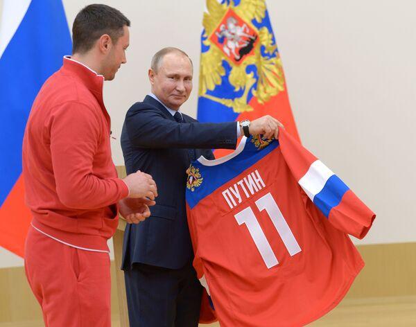 ¡Feliz cumpleaños, señor presidente! Vladímir Putin cumple 66 años - Sputnik Mundo