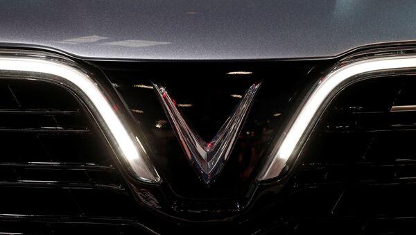 Logo de los autos vietnamitas VinFast - Sputnik Mundo