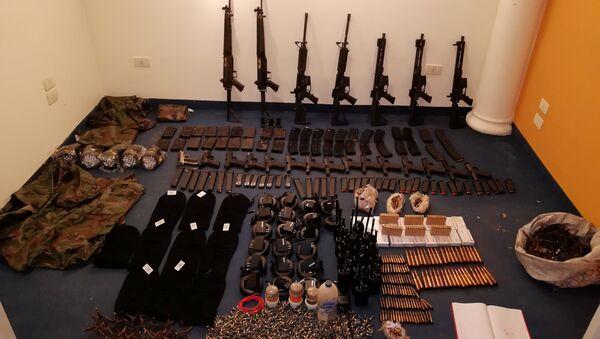 Armas del grupo criminal Comando Vermelho - Sputnik Mundo
