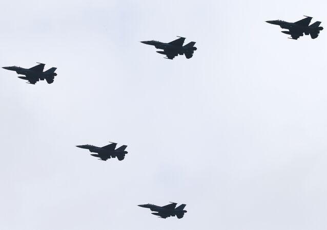 Cazas japoneses F-2