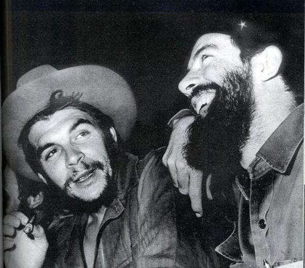 El Che Guevara y Camilo Cienfuegos - Sputnik Mundo