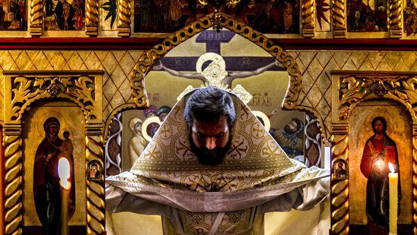 Padre Stahiy, de Moscú, en la Iglesia ortodoxa Rusa en Ciudad de México durante uno de los oficios religiosos en la colonia Cuauhtémoc - Sputnik Mundo