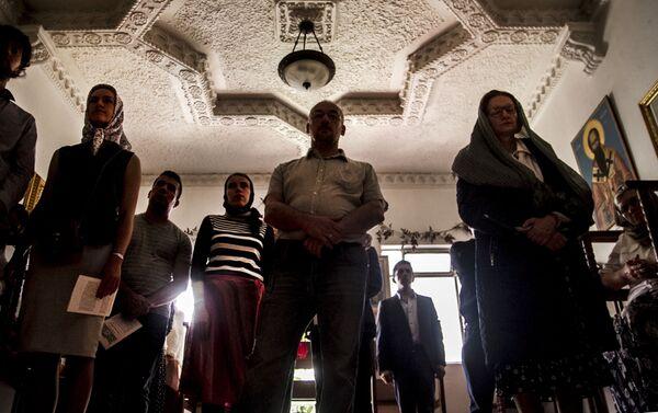 Fieles de la Iglesia Ortodoxa Rusa en la Ciudad de México durante uno de los oficios religiosos - Sputnik Mundo