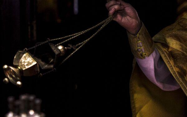 Incienso expandido por el Archimandrita Nektariy Hajji-Petropoulos de la Iglesia Ortodoxa Rusa en la Ciudad de México durante uno de los oficios religiosos - Sputnik Mundo