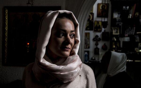 Una de las fieles de la Iglesia Ortodoxa Rusa en la Ciudad de México durante uno de los oficios religiosos - Sputnik Mundo