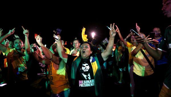 Segidores del ultraderechista Jair Bolsonaro en la primera vuelta de las elecciones presidenciales en Brasil - Sputnik Mundo