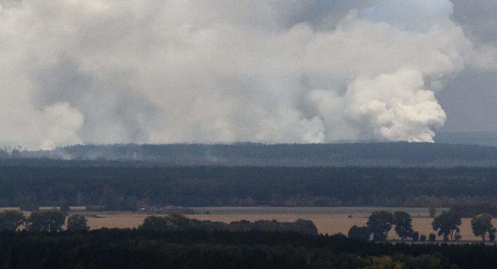 Humo tras una serie de explosiones en un arsenal de la provincia ucraniana de Chernígov, limítrofe con Rusia