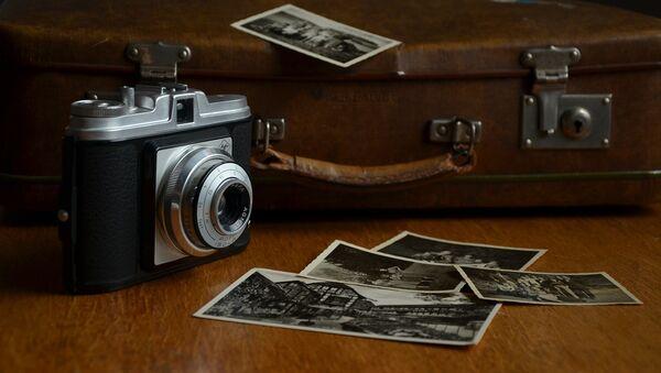 Una cámara de fotos antigua (imagen ilustrativa) - Sputnik Mundo