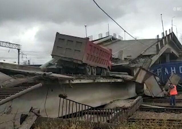Así se derrumbó un puente sobre la vía principal del Transiberiano