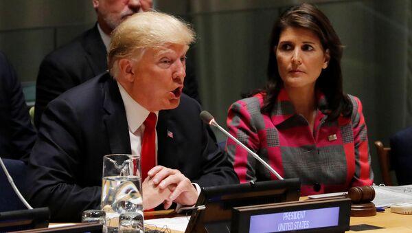 Presidente de EEUU, Donald Trump, y embajadora de EEUU ante la ONU, Nikki Haley - Sputnik Mundo