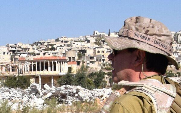 Yo pinto lo que veo, dice este conocido pintor español. En la imagen, Ferrer-Dalmau en Alepo (Siria) - Sputnik Mundo