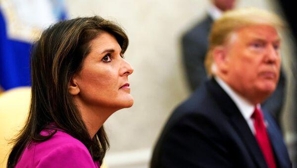 El presidente de EEUU, Donald Trump, y la exembajadora de EEUU ante la ONU, Nikki Haley - Sputnik Mundo