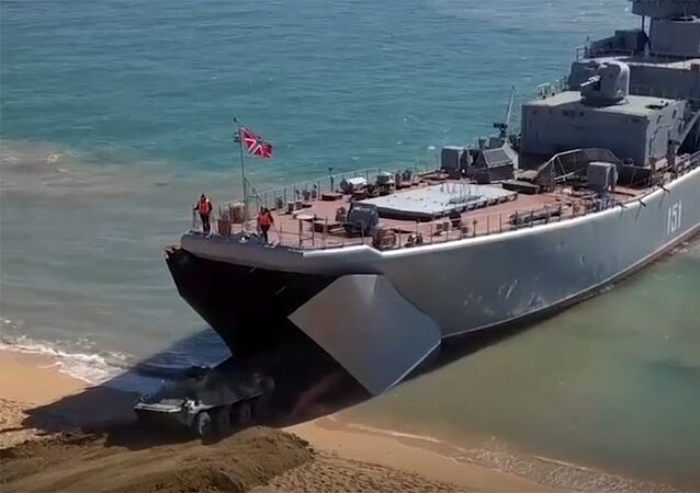 Los marines de la Flota del mar Negro 'toman' una zona costera en Crimea