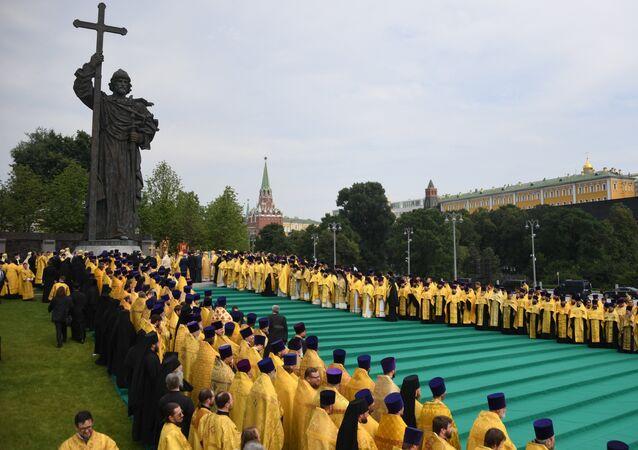 Procesión festiva en Moscú con motivo del 1030 aniversario del Bautismo de Rusia