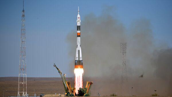 El lanzamiento del Soyuz MS-10 - Sputnik Mundo