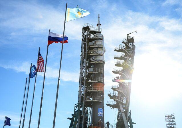 El lanzamiento Soyuz-FG con el vehículo tripulado Soyuz MS-10 en la plataforma de lanzamiento del cosmódromo de Baikonur