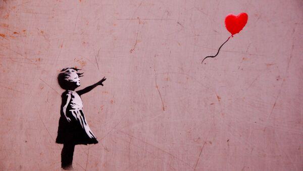 'Niña con balón', la obra de Banksy (Archivo) - Sputnik Mundo
