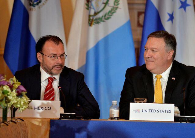 Luis Videgaray, canciller mexicano, y Mike Pence, vicepresidente de EEUU
