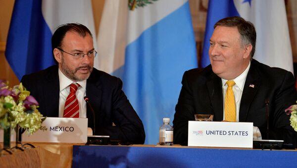 Luis Videgaray, canciller mexicano, y Mike Pence, vicepresidente de EEUU - Sputnik Mundo