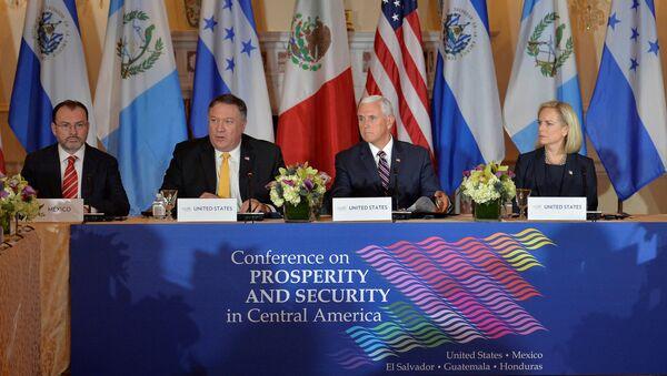 Luis Videgaray, Mike Pompeo, Mike Pence y Kirstjen Nielsen - Sputnik Mundo