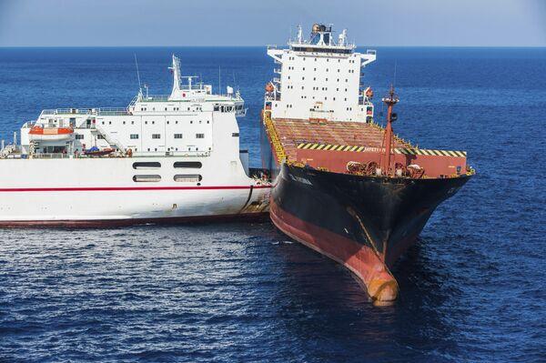 Colisión de barcos, castillos humanos y otros hechos relevantes de la semana - Sputnik Mundo