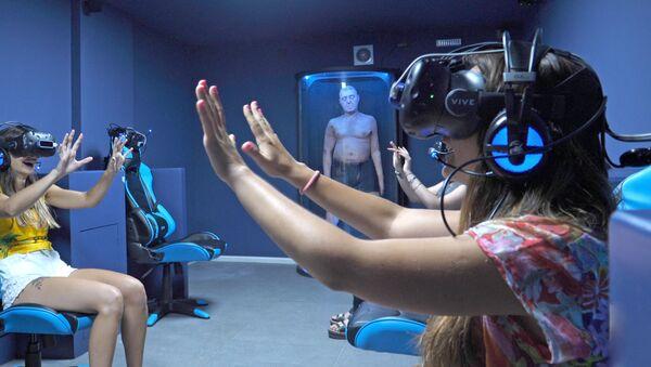 La primera experiencia de realidad virtual inmersiva de Latinoamérica en la sala Juegos Mentales VR - Sputnik Mundo