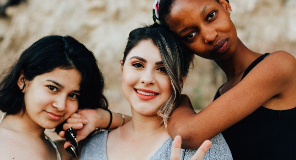 Mujeres de diferente raza