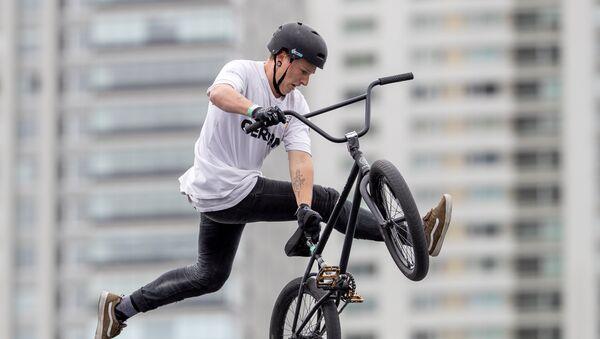 Un competidor de BMX Estilo Libre en los Juegos de la Juventud de Buenos Aires - Sputnik Mundo