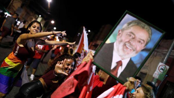Partidarios del expresidente brasileño Luiz Inácio Lula da Silva - Sputnik Mundo