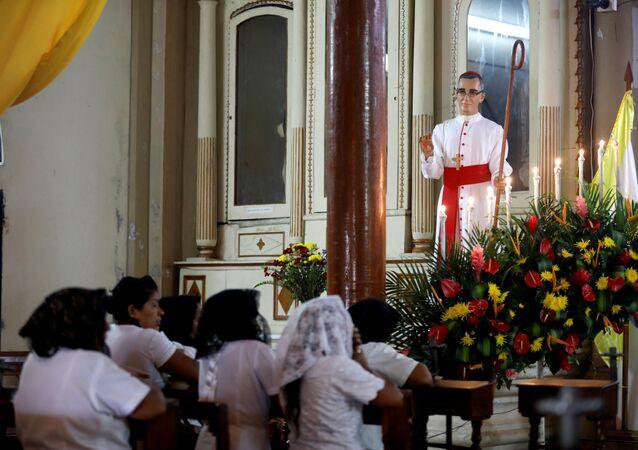 Estatua de monseñor Óscar Arnulfo Romero