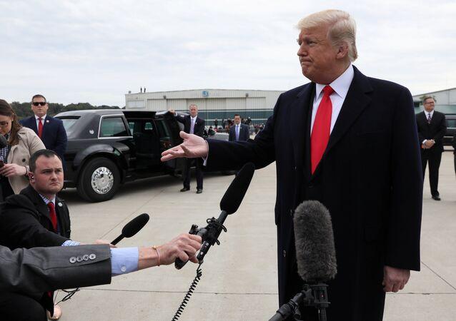 El presidente de los Estados Unidos, Donald Trump, habla con los periodistas sobre la liberación del pastor Brunson