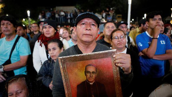 La ceremonia de canonización del fallecido arzobispo de San Salvador Óscar Arnulfo Romero - Sputnik Mundo
