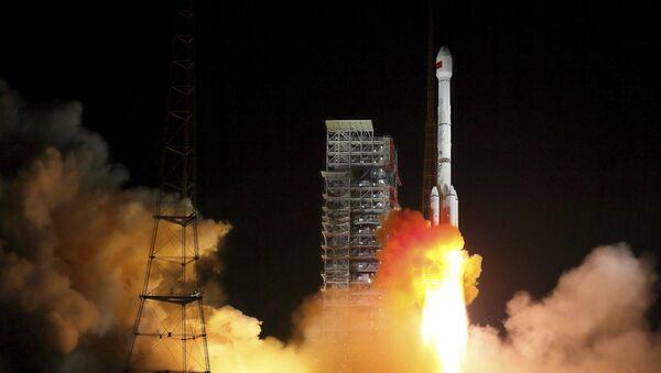 Lanzamiento de un cohete portador de dos satélites Beidou (archivo) - Sputnik Mundo