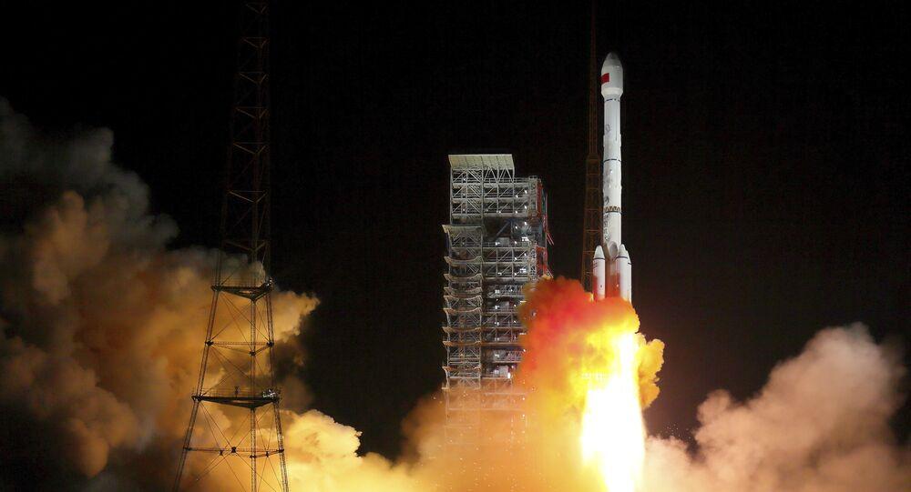 Lanzamiento de un cohete portador de dos satélites Beidou (archivo)