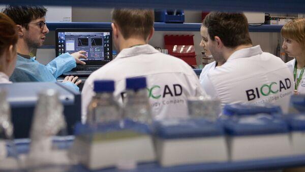 Los investigadores de la compañía rusa BIOCAD - Sputnik Mundo