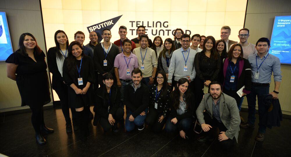 Periodistas de América Latina en la sede de la agencia Sputnik