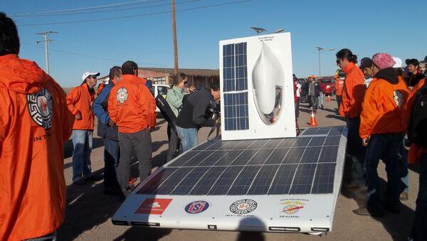 Un vehículo de la Carrera Solar Atacama 2011 - Sputnik Mundo