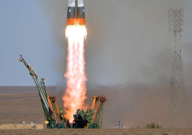 Lanzamiento del Soyuz MS-10