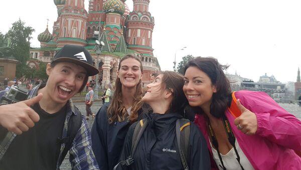 Parte del grupo de viajeros en la Plaza Roja - Sputnik Mundo
