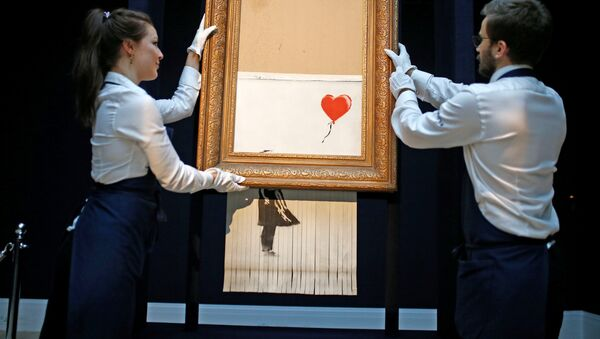'Niña con balón', la obra de Banksy - Sputnik Mundo