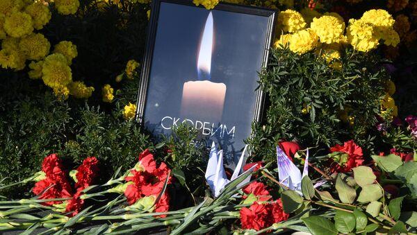 Homenaje a las víctimas de la masacre en Kerch, Crimea - Sputnik Mundo