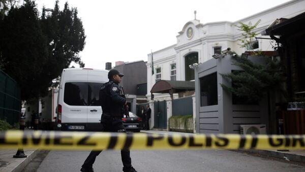Policia turca, investigando el caso de la desaparición del periodista saudí, Jamal Khashoggi, en el Consulado de Arabia Saudí en Estambul - Sputnik Mundo