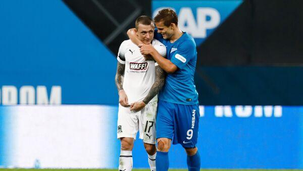 Futbolistas rusos Pável Mamáev y Alexandr Kokorin - Sputnik Mundo