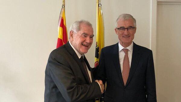 El consejero de Exteriores de la Generalitat, Ernest Maragall, y el presidente de Flandes, Geert Bourgeois - Sputnik Mundo